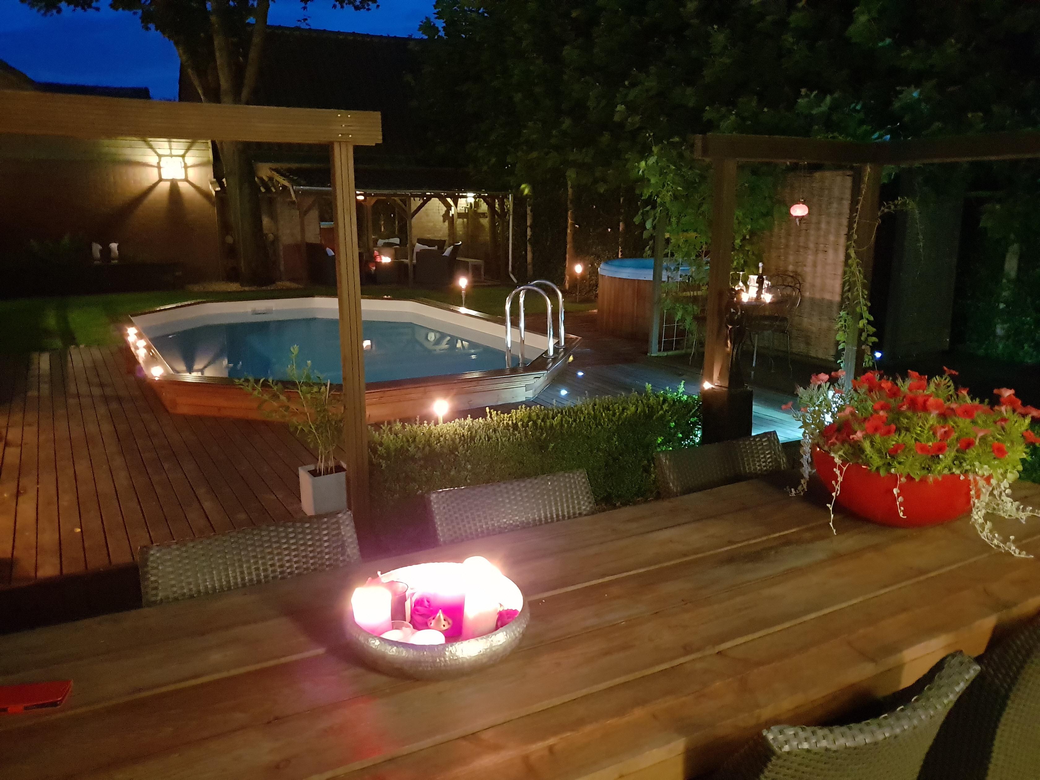 prive wellness heerlijk genieten bubbelbad jacuzzi zwembad zonnebank masterbedroom